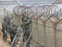 Hàng rào dây thép gai quân đội