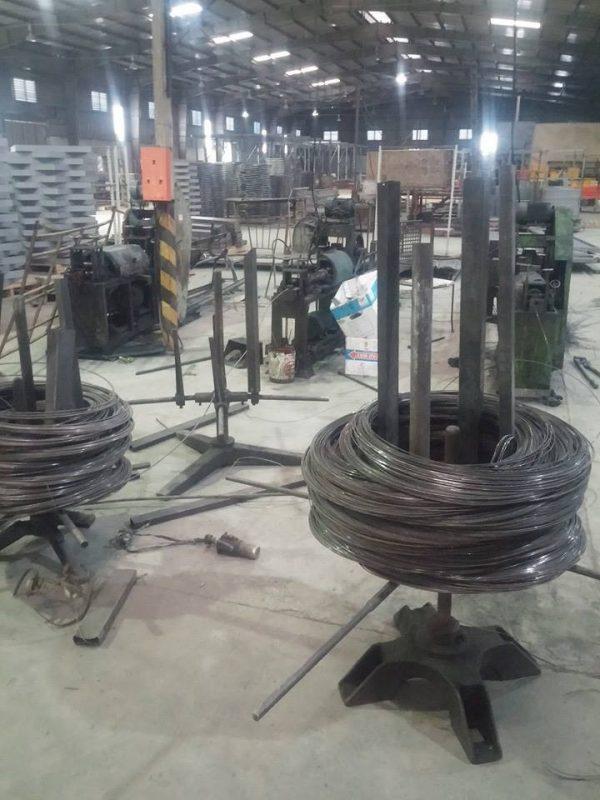 máy chặt dây thép đen theo kích cỡ của công ty